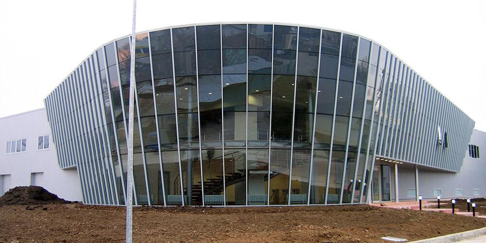 Pereți cortină semi-structurali
